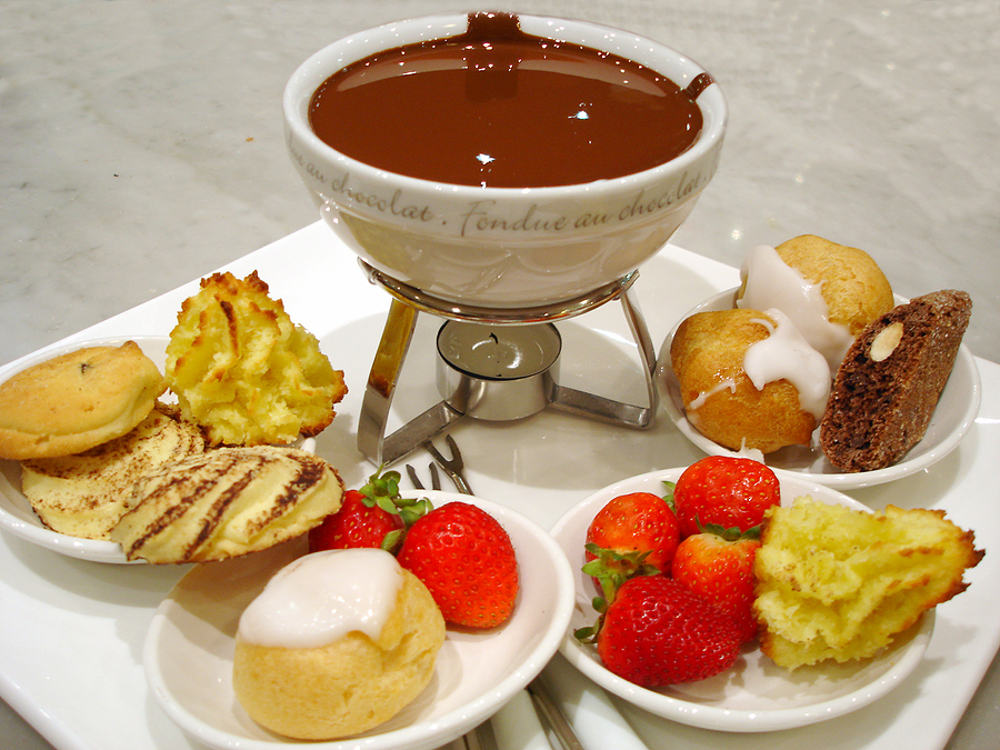 looking for fun, cheap date ideas, try a chocolate fondue at home